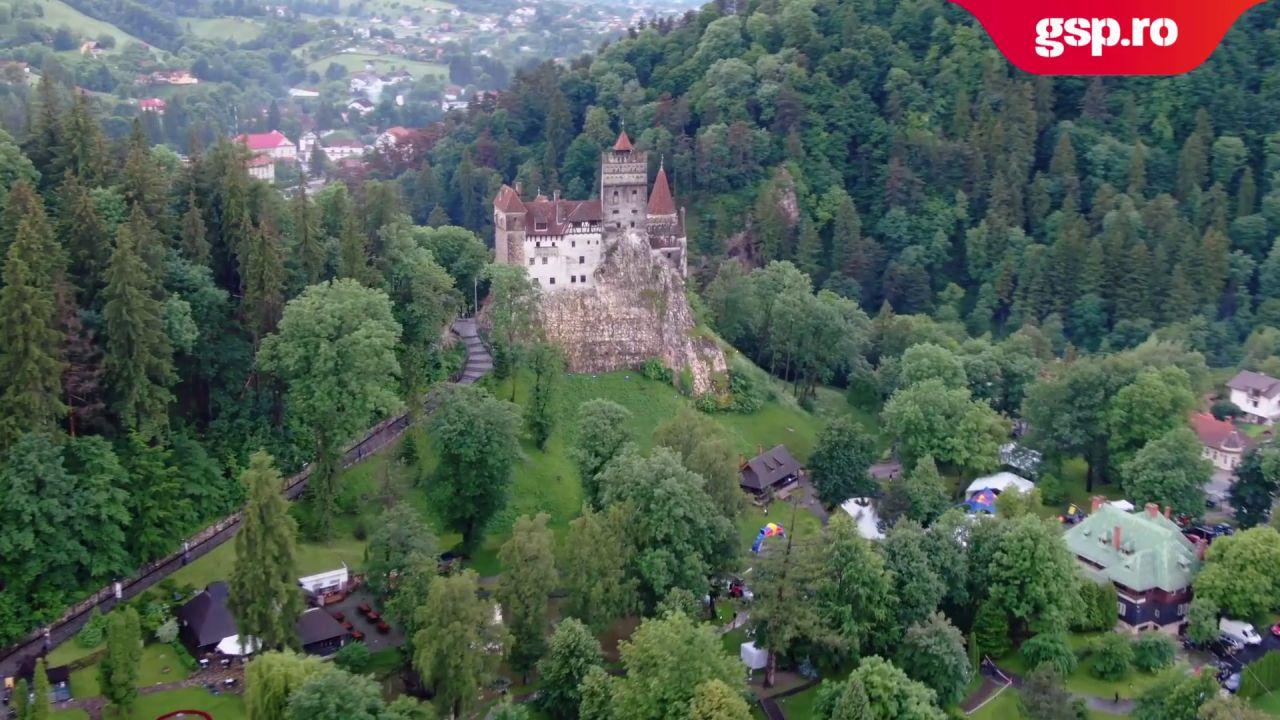 Cei mai curajoși mountain bikeri din România au acceptat provocarea Vampire Trails 2021, pe cărările legendare ale castelului Bran